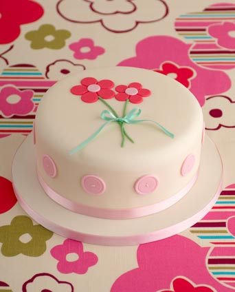 pink-buttons-birthday-cake