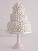 hydrangea-cascade-and-roses-wedding-cake