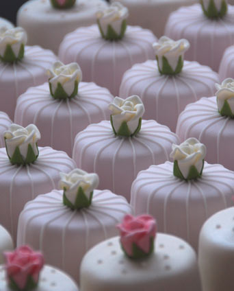 antique-rose-mini-cakes