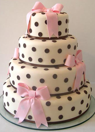 http://www.maisiefantaisie.co.uk/cakepopup/audreyweddingcake.jpg vspace5