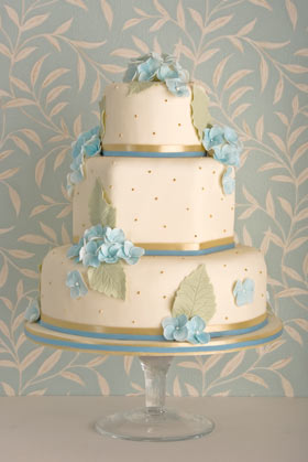 blue-hydrangea-wedding-cake