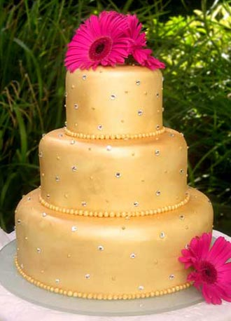 Wedding Decorations on Gold Shimmer Wedding Cake A Wedding Cake With A Bit Of Hollywood Glitz