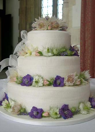 Wedding Decorations on Fresh Flower Wedding Cake Organza Ribbon And Fresh Flowers Decorate