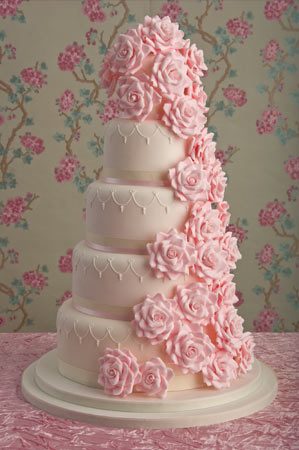 romantic-rose-wedding-cake