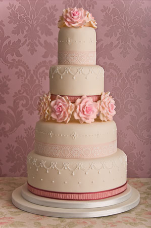 rose-vintage-wedding-cake