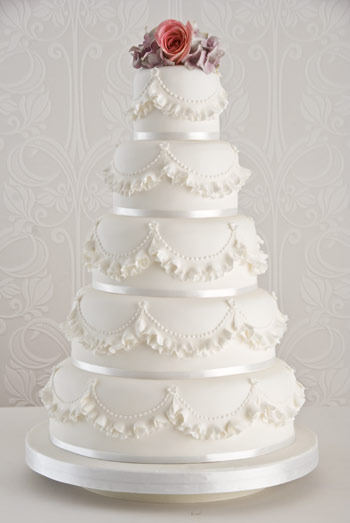 ruffles-wedding-cake