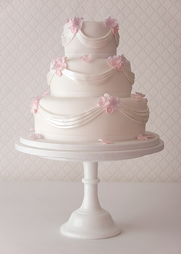 sugar-swag-and-buttons-wedding-cake