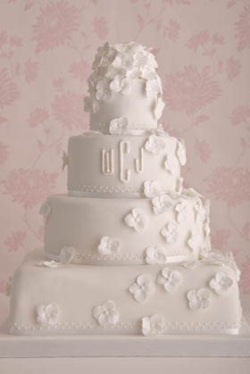 white-hydrangea-wedding-cake