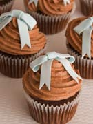 blue-bow-and-chocolate-wedding-cupcakes