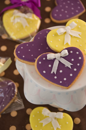 heart-bow-wedding-cookies
